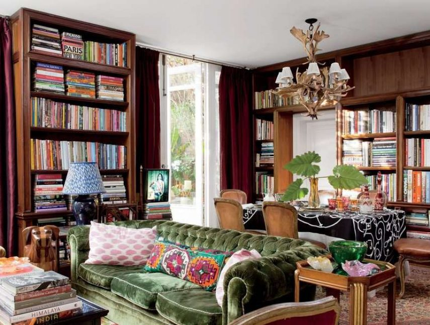 A room filled with the books in bookshelfs